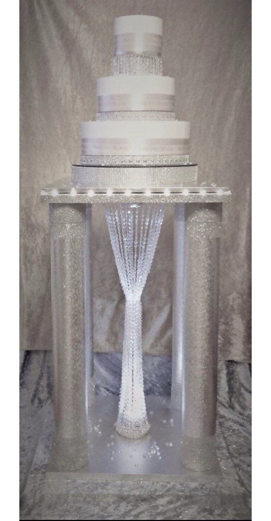 can post WOW FACTOR Floor standing wedding cake stand diamond led lights crystal chandelier centre
