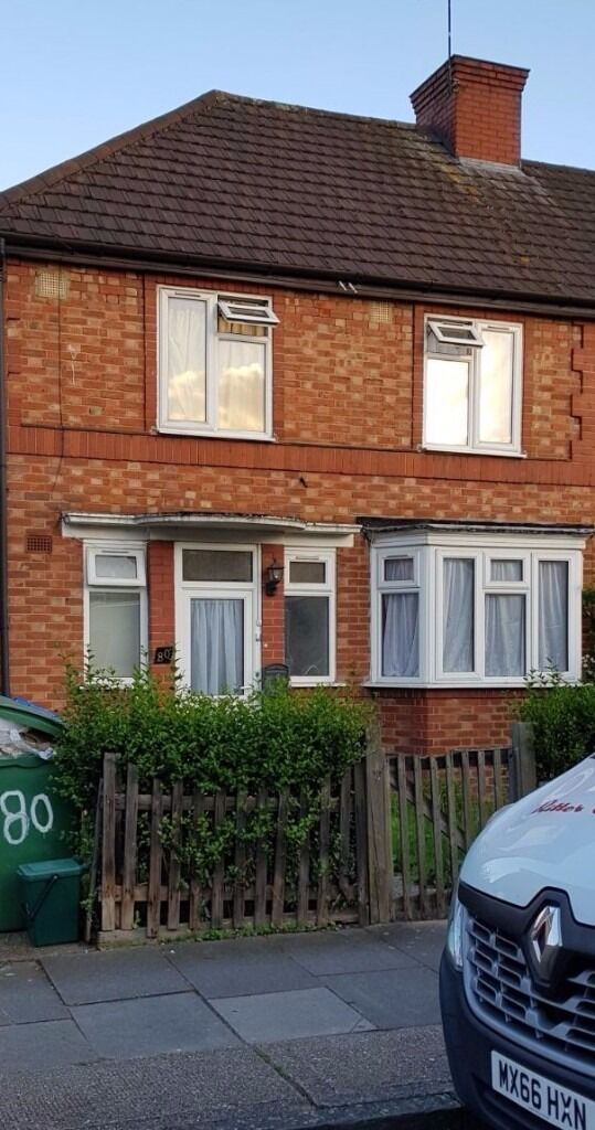 3 bedroom house newly refurbished available to rent in Hanger Lane (£1600 per month)