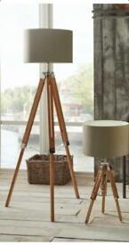 Floor lamp tripod design