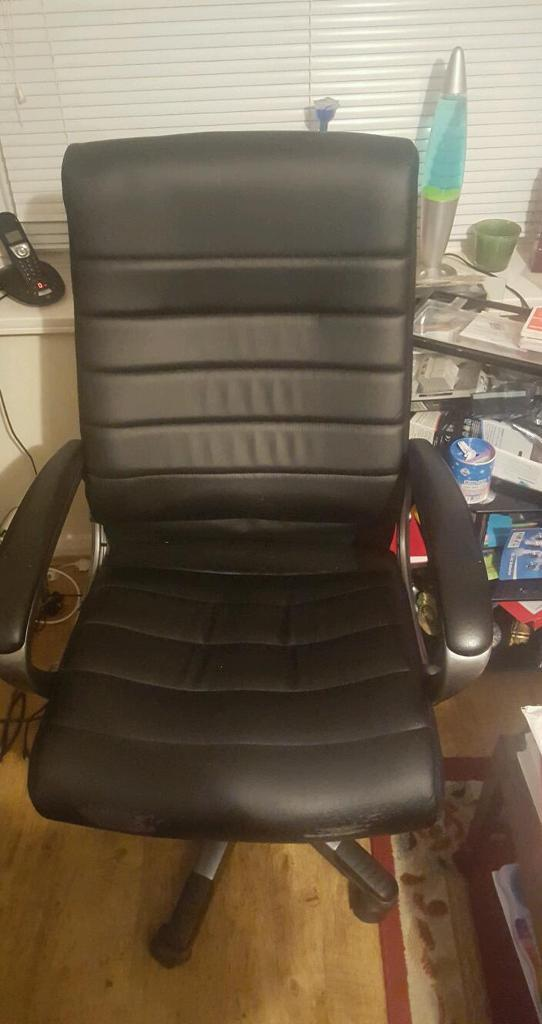 Computer chair for salein SwanseaGumtree - Computer chair for sale Can be use as office chair Black in colour Adjustable hight revolving very cheap
