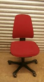 Office Fabric Chair inRed. Very good condition