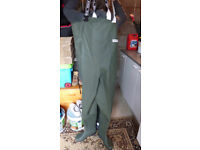 OCEAN 500G CHEST WADERS SIZE 9 NEVER WORN