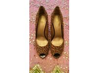 "*Nearly New 'Kurt Geiger'Leopard Print Peep Toe Court Shoes: Leather: Design: ""Baraka"" Size: 41"