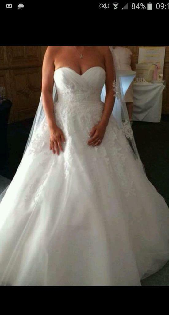 White wedding dressin Liverpool, MerseysideGumtree - Beautiful white wedding dress for sale at a cheap.price .Stunning dress with lace effect diamonte detail and love heart bodest. Had long trailNeeds dry cleaning so price has been xReduced . Has rip in one of under skirts .Size 12/14
