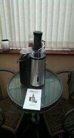 ElectriQ 1000 whole fruit power juicer.