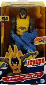 Mattel DWM65 - DC Justice League Deluxe Batwing Batman with Accessories, Action Toy, 30 cm (NEW)