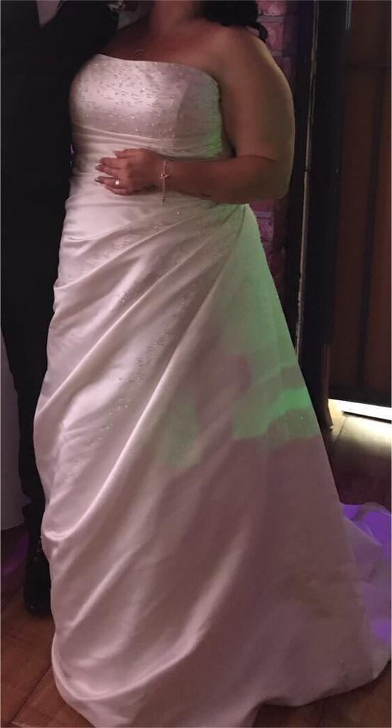 True bride wedding dressin Bransholme, East YorkshireGumtree - Wedding dress absolutely stunning needs dry cleaning as trail is dirty as to why selling so cheap six e22 26 I am a size 18 20 and fit me perfectly as people do say to buy bigger in a wedding dress this dress is ivory and absolutely beautiful must...