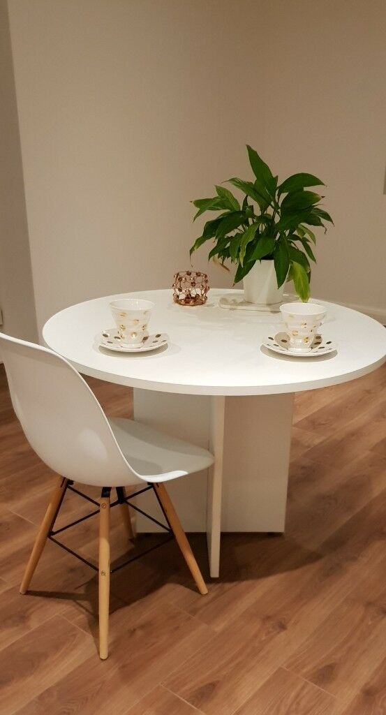 white round dining kitchen table  in woolwich london