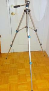 MID-CENTURY CAMERA TRIPOD Made in Japan by CEBD / EXCELLENT QUALITY MINT / Vintage Well made  Oakville 905 510-8720 vjk