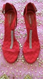 NEW ANN MARINO Red Satin Zig Zag Quilted & Diamanté Jewel Strappy T Bar Sandals/Shoes: Size:7/8.Prom