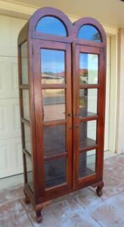 Beautiful 2 Door Glass/Wooden Dome Mahogany Display Cabinet
