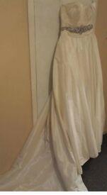 Maggie Sottero Wedding Dress Never worn.