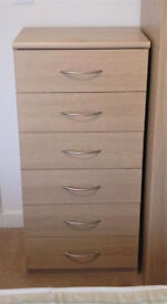 Oak Veneer Chest of Drawers in Excellent Used Condition
