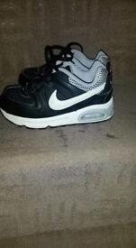 Boys Nike air max trainers size 9.5 VGC