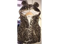 Girls leopard print, hooded gilet 2-3
