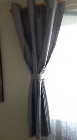 Small curtains