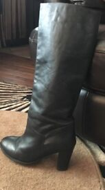 Ladies black leather boots size 7