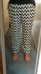 Black & White Chevron Patterned Pants - BRAND NEW! Kitchener / Waterloo Kitchener Area image 3