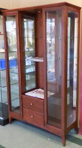 Armoire vitrée en bois d'exposition - présentation