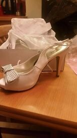 Size 7 Ivory/off white Peep toe shoes
