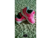 👣 Baby Shoes Nike trainers size 5.5 👣