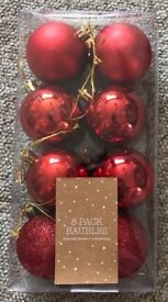 8 pack red baubles