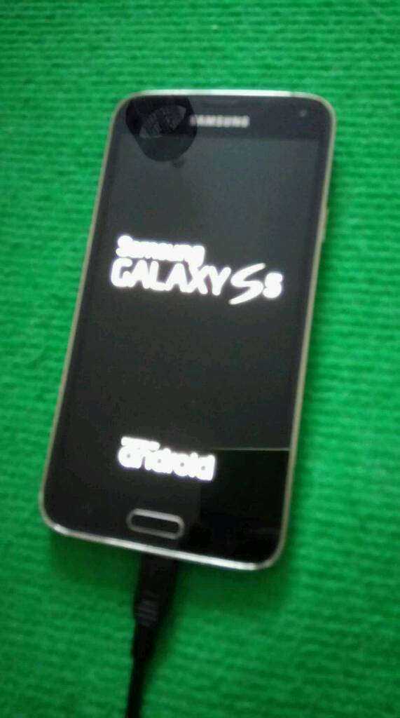 Samsung galaxy S5. IPhone. Nice. BLUE.