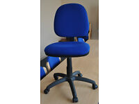 Blue office adjustable chair adjustable height, adjustable back rest. There are four 4 chairs