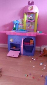 Minnie mouse kitchen comes with pots pans plates etc. suitable for 2-5 year olds. Perfect condition