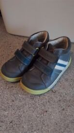 Clarks hightop shoes, boys size 9.5F