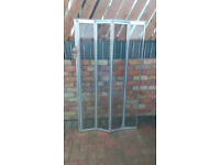 folding shower screen with fittings