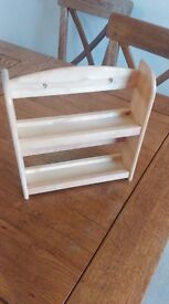 Lovely wooden spice rack - stores between 10-12 spices