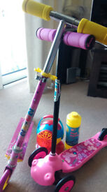 Girls 2 scooter /bike and Bubble machine with 1 L bubble liquid