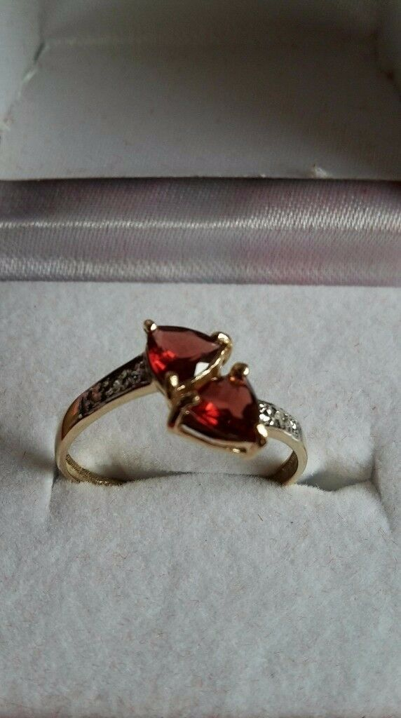 Stunning 9ct yellow gold real garnet & diamonds ring size N. *PRICE FOR QUICK SALE £75*