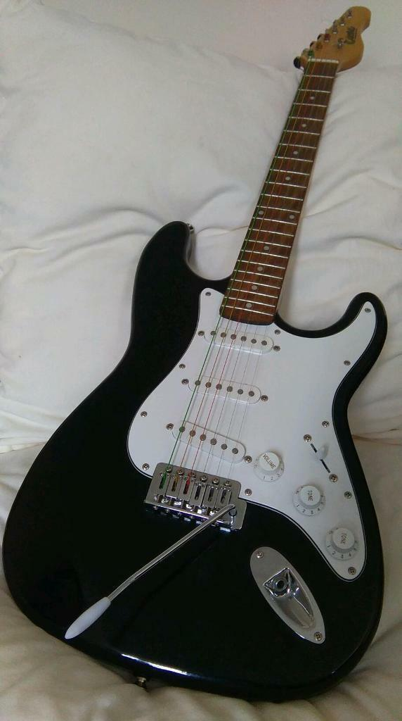 Encore Electric Guitar With Whammy Bar And New Strings In