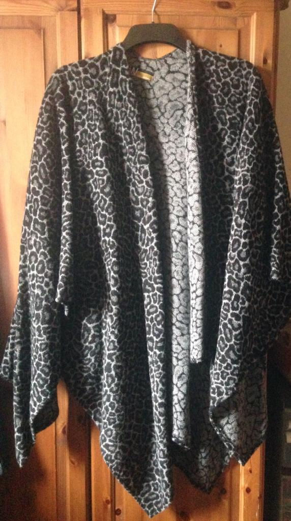 Wallis Leopard Shawl