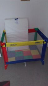 travel cot / playcot