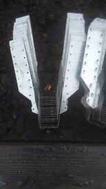 28 x 50mm joist hangers