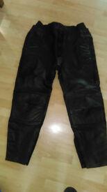 Size 42 men's Padded leather bike trousers - Akito Titan Plus