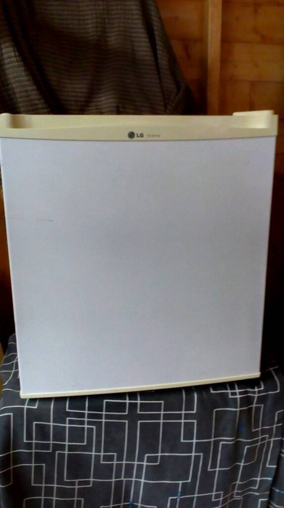 LG table top fridge with freezer compartment£25