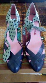Fun vintage look heels. Unworn size 7.