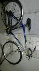 2 bicycles need repair for quick sale both £20