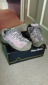GIRLS PETER STORM WALKING BOOTS/SHOE - ADULT SIZE 1 (GOOD CONDITION)