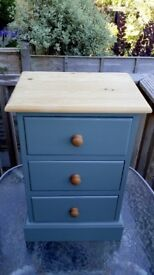 Lovely small bedroom draw unit. 400mm wide 300mm deep and 620mm high
