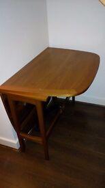 Medium size foldable dinner table