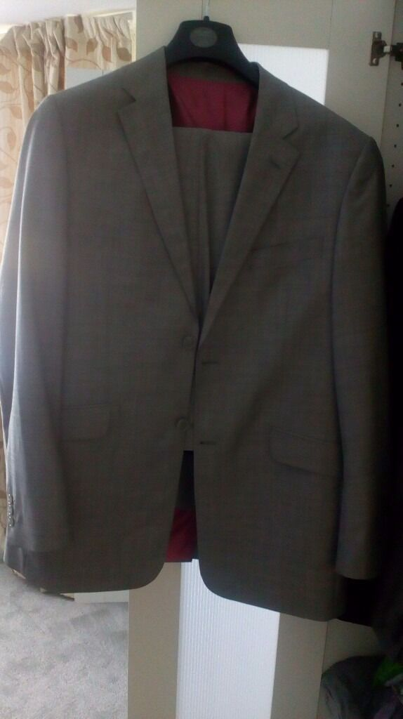 100% wool grey men's suit 44l Milan Collection