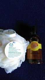 NEW! Bodyshop shower gel and bath lily for sale