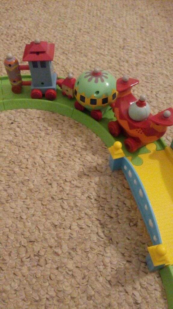 In the night garden Ninky Nonk moving train set