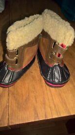 Gap duck boots size 3-6 months