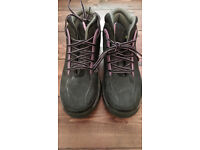 Dunlop Hike Women's Safety Boots - steel capped - size 7/41 - more like size 6/39